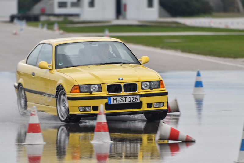 Name:  P90277325_highRes_40-years-bmw-and-min.jpg Views: 2261 Size:  99.9 KB