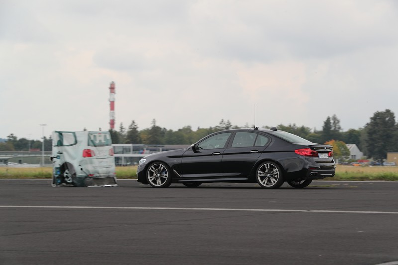 Name:  P90277327_highRes_40-years-bmw-and-min.jpg Views: 2187 Size:  68.3 KB