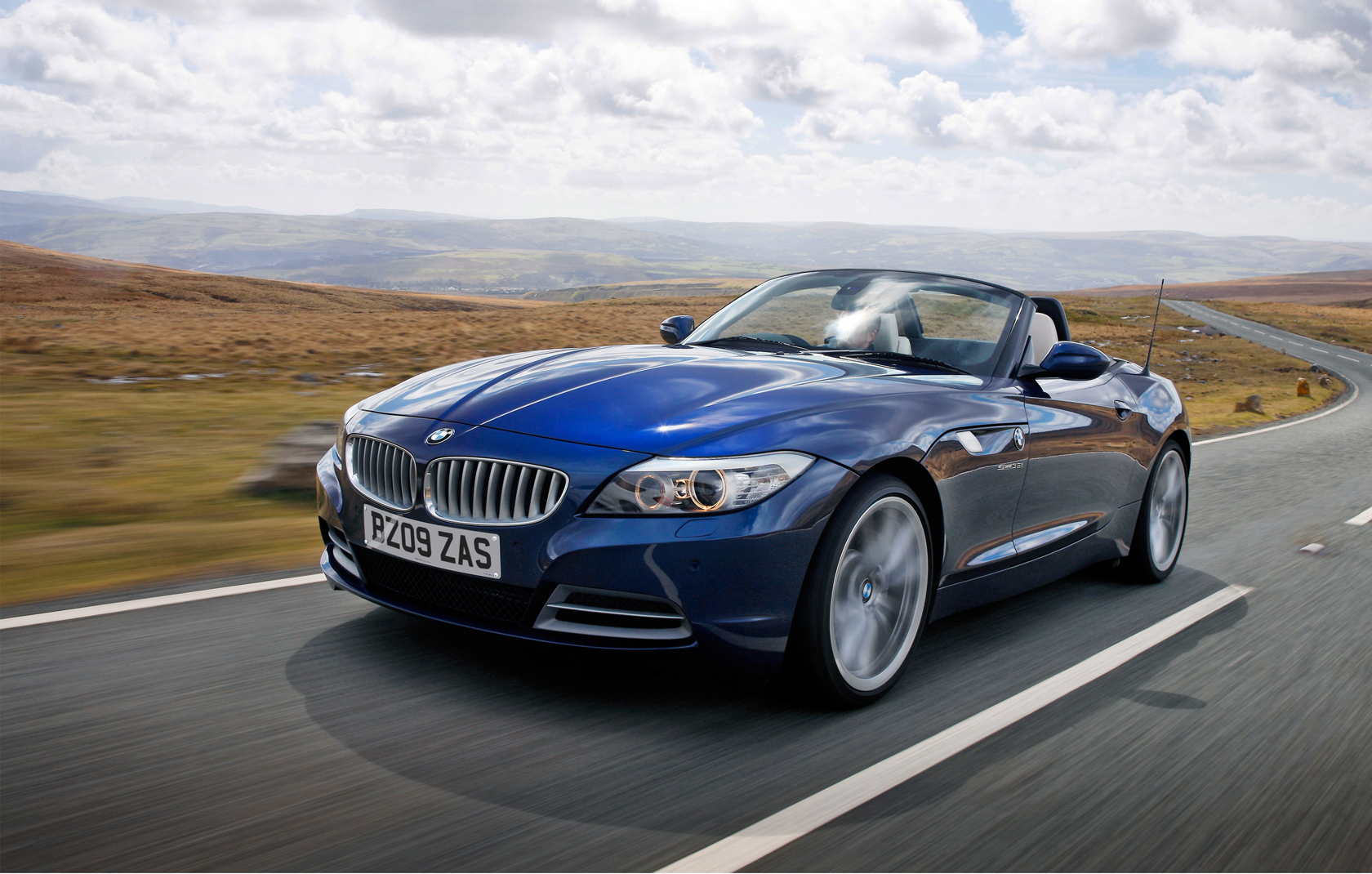 New Set Of Bmw Z4 E89 Wallpapers In Deep Sea Blue